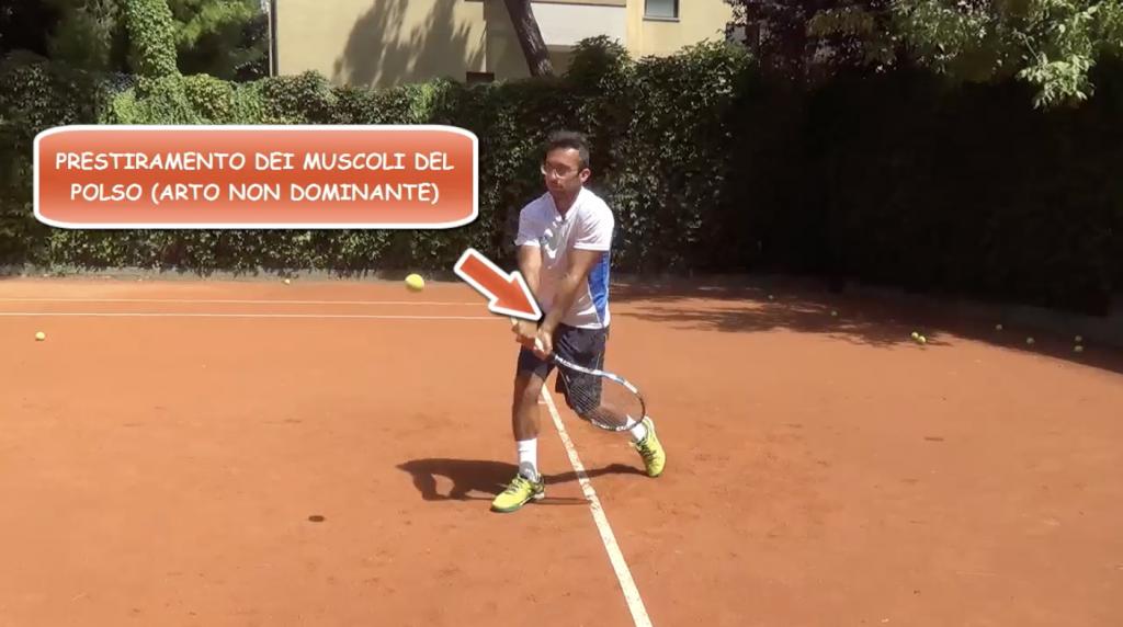 come giocare un rovescio coperto nel tennis